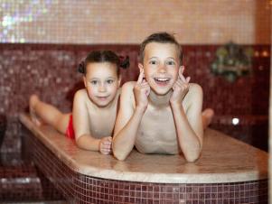 дети и бассейн