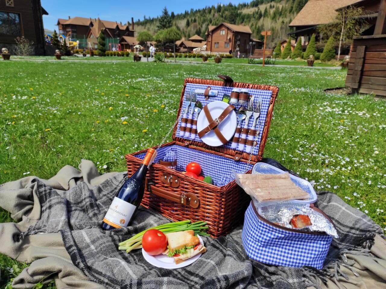пикник в Карпатах для семьи