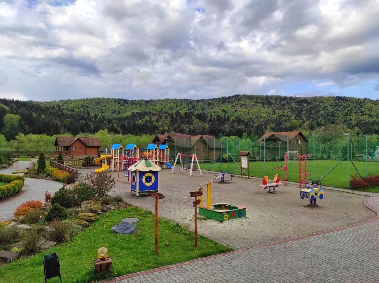 детская площадка в отеле Таор