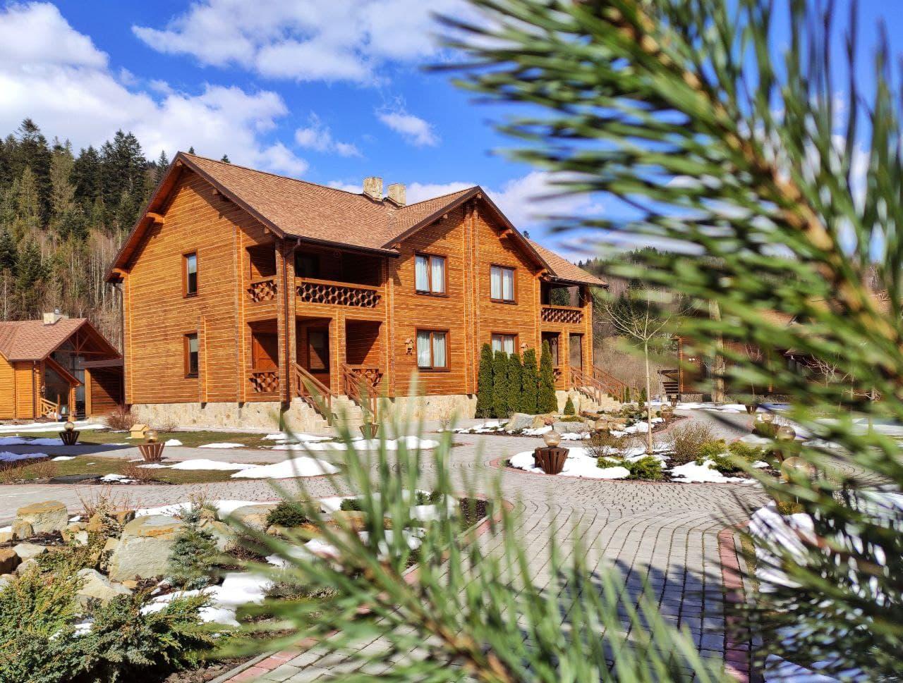 Деревянные коттеджи в TAOR Karpaty Resort & Spa