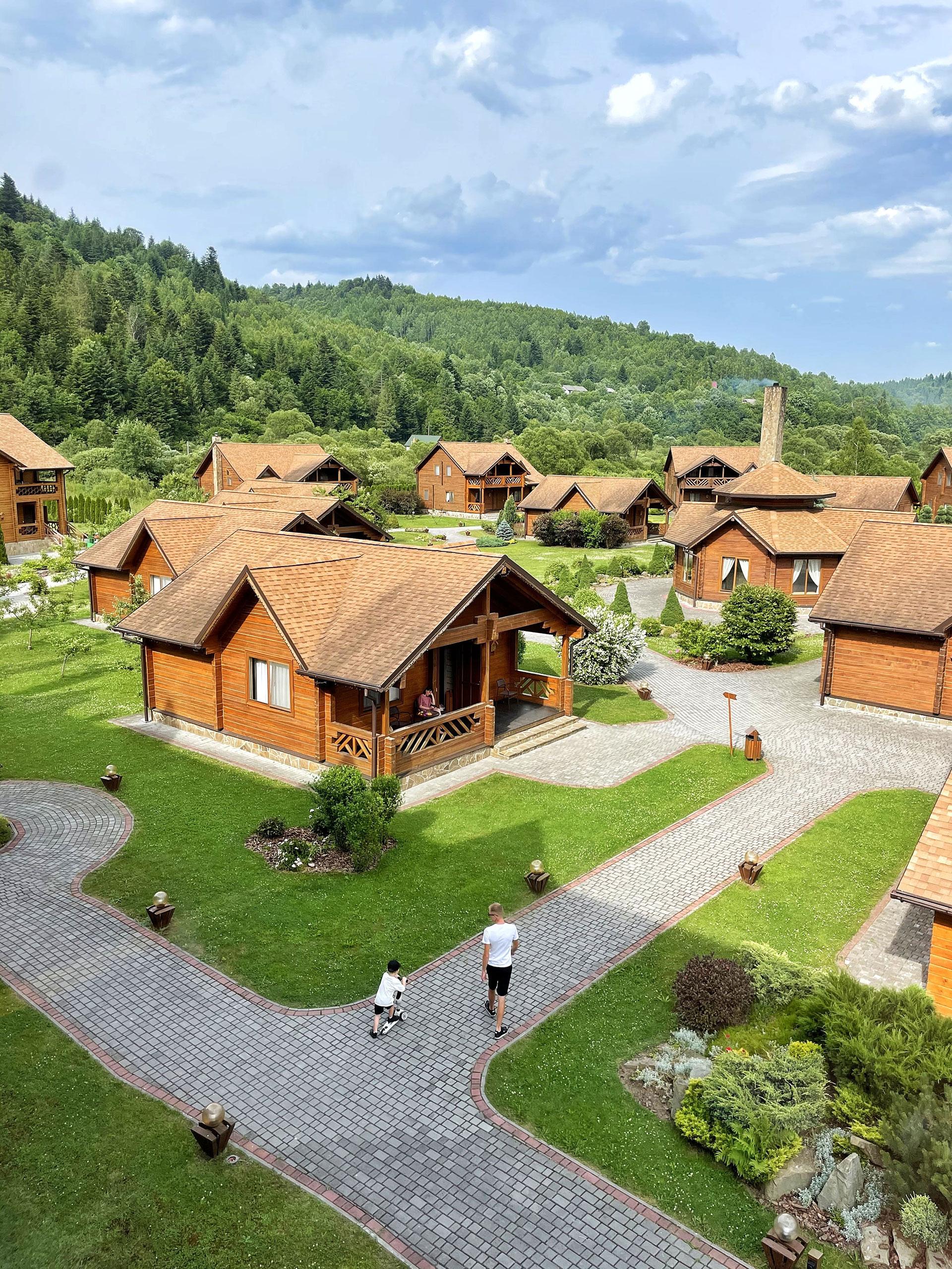 Деревянные коттеджи в TAOR Karpaty Resort & Spa ****